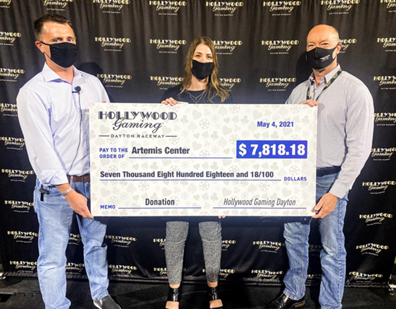 Hollywood Gaming Patrons Contribute More Than $7,800 to Artemis Center, Dayton's Domestic Violence Resource Agency